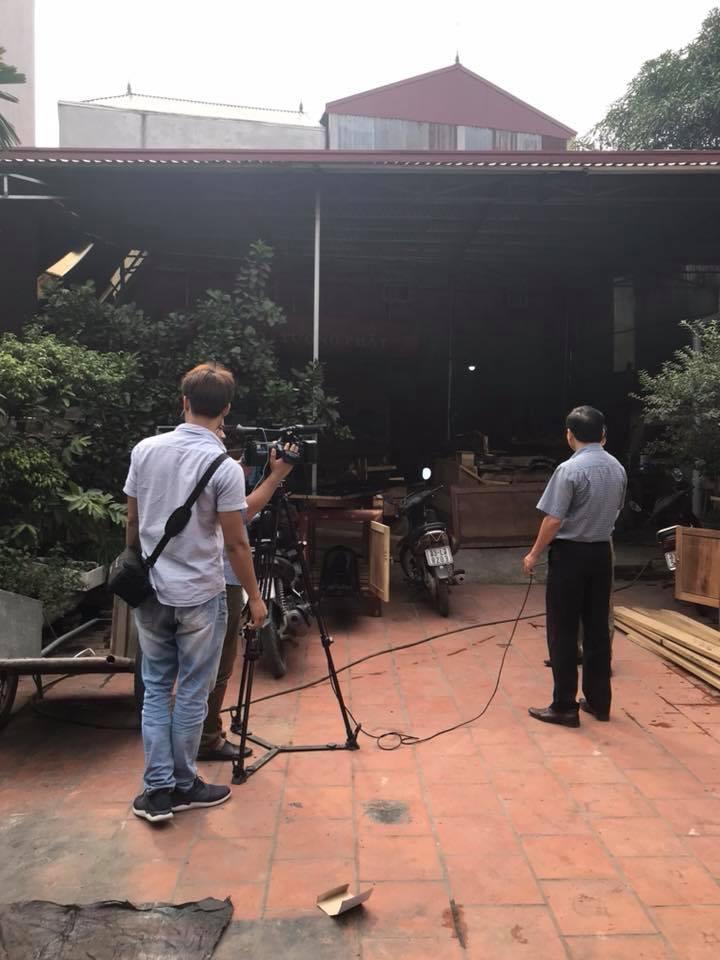 Truyền hình về thăm cơ sở sx đồ thờ Dũng Hạnh